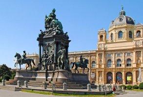 Maria Theresien Platz and Memorial