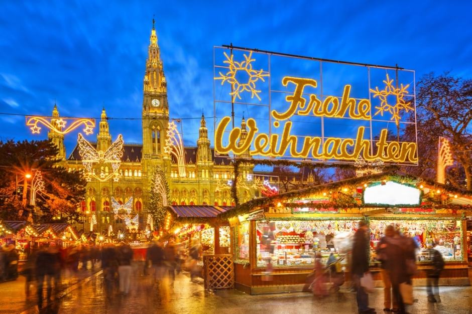 Traditional-christmas-market-in-Vienna-Austria-min